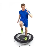 Rebound UK Fitness Trampolin Mann beim Training